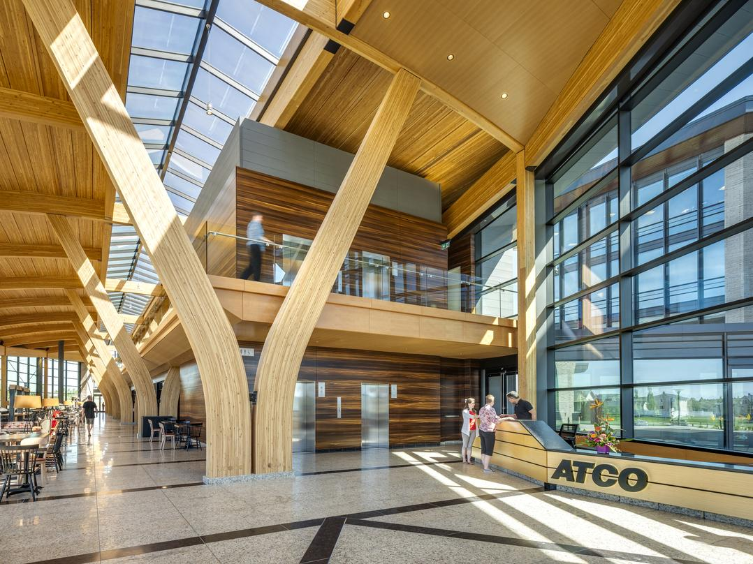 The Commons serves as foyer, living room, dining room and kitchen to the campus. Nestled between the office buildings and located within the central leaf shape, this day-lit space serves as the heart of the campus interconnecting multiple spaces at a variety of levels.