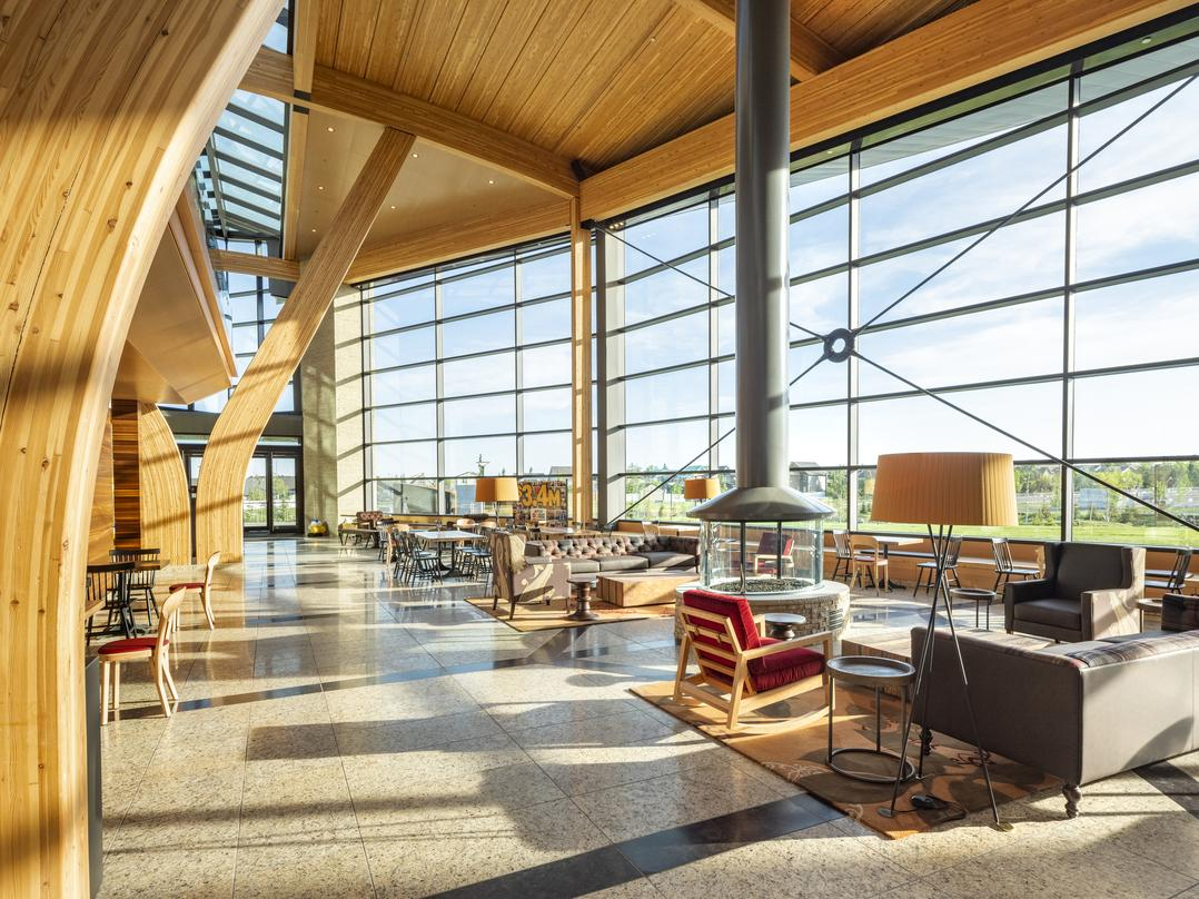 As the heart of the campus, the Commons serves as its foyer, living room, dining room and kitchen. Woven throughout the campus, landscaped spaces provide employees and the community with a lush natural setting for year-round enjoyment.