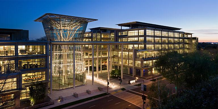The courtyard of CalPERS Headquarters Complex that incorporates sunshades, light shelves, and greenery.